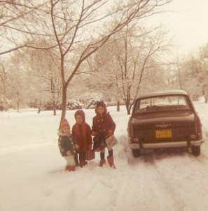 Peugeot 404, tail fins with snow and sisters